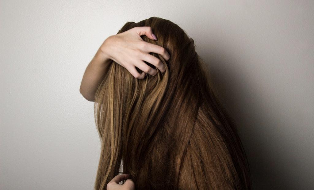 Image Representing the way of hair washing.